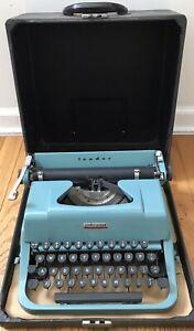 Vintage Underwood Leader Portable Typewriter Beautiful Aqua Blue Original Case