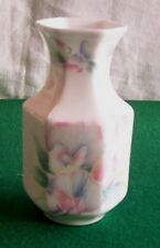 Aynsley Little Sweetheart Pattern Small Vase approx 9 cm   Excellent Condition