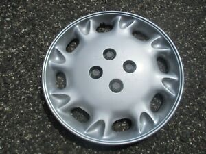 one 1996 to 1997 Saturn S series bolt on 15 inch bolt on hubcap wheel cover