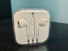 Genuine Apple EarPods - 3.5mm, Remote, Microphone (MD827LL/A) Headphone, Earbuds
