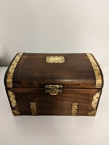 VINTAGE WOODEN SMALL WOODEN CHEST SWISS MOVEMENT PLAYS TEA FOR TWO