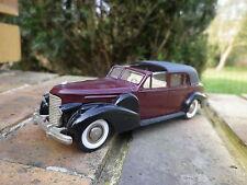 REXTOYS CADILLAC V16 1938-1940 bordeaux et noire, comme neuve sans boite