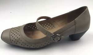Hush Puppies Women's Square Covered Toe Kitten Heel Tan Shoes With Strap Sz 8.5