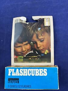 Vintage Montgomery Wards Blue Dot MAGICUBES Camera Flash Cubes 3 Pack 12 flashes