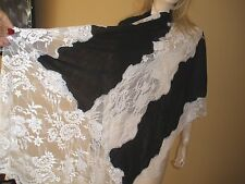 AMAZING $2K VALENTINO BLACK&WHITE 100% CASHMERE AND FRENCH LACE LRG SHAWL WRAP