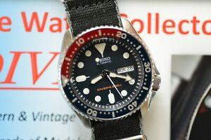 Seiko SKX009 Automatic Blue Red 200m Scuba Diver Watch SKX009K1 + TWO Straps NR!