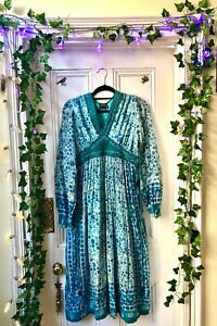 Beautiful 1970s Indian Hippie Dress with beaded ties, medium size