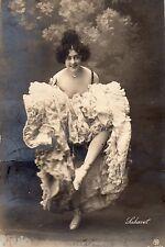 BD540 Carte Photo vintage card RPPC Femme woman danse cabaret robe dress fashion