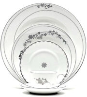 Wedgwood Vera Wang Fleurs 5 Piece Place Setting Dinnerware Made in England New