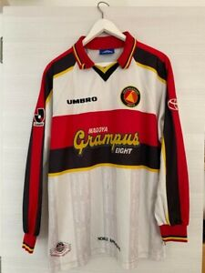 UMBRO NAGOYA GRAMPUS EIGHT FOOTBALL SHIRT JAPANESE J-LEAGUE JERSEY L