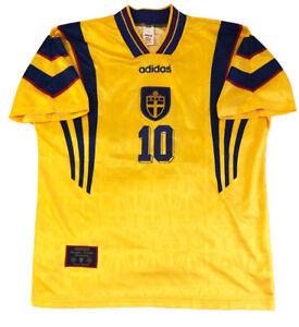 Sweden Home football shirt 1996 - 1998 / #10 DAHLIN