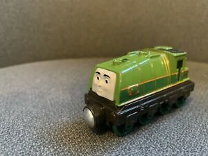 thomas take and play train Gator