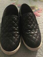 Steve Madden Ecentrcq Casual Slip-On Shoes Black Quilted Sz 9 Womens Sneakers