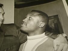 1968 JOE FRAZIER AND MANUAL RAMOS PRE-FIGHT PRESS PHOTO VINTAGE