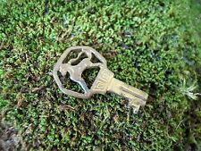 ancienne clef décor Lion marquer E.S