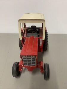 VINTAGE ERTL INTERNATIONAL 1586 TRACTOR WITH CAB