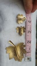 Vintage Sarah Coventry leaf set matching earrings and brooch designer marked