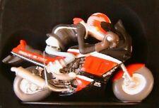 FIGURINE EN RESINE JOE BAR TEAM ALEX TERIEUR SUR SA MOTO SUZUKI 1100 GSX-R 1/18