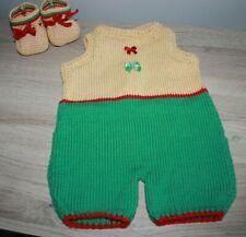 combinaison et chaussons bébé 0 à 3 mois grenouillère beige, rouge et vert