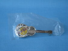 Hard Rock Cafe HRC Madrid Guitarra metal badge pin 60mm Plata y Negro