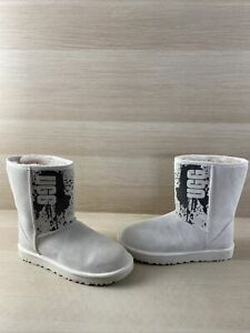 UGG Classic Short II Ivory Suede Shearling Lined Pull On Boots Women's Size 9
