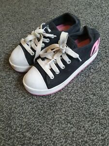 Girls Size 1 Heelys Pink And White Wheeled Shoes