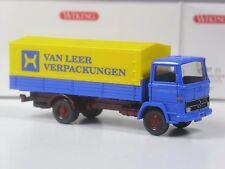 neuwertig: Wiking Serienmodell Mercedes 1317 Van Leer mit Fässern in OVP