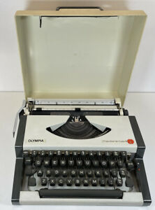 Vintage Olympia Traveller De Luxe S Typewriter & Hard Case Working Condition