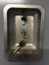 Master Lock Manual Deadbolt Locker Model 1710 WITH KEYS! Hinge Right/Left.