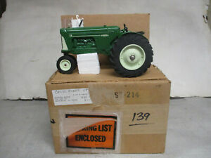 """Oliver Model 770 Toy Tractor """"1991 Crossroads Show"""" 1/16 Scale, New"""