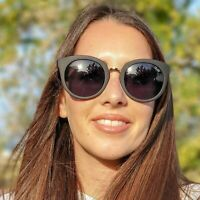 QUAY AUSTRALIA X BENEFIT Shook Sunglasses + MAKEUP BAG CASE