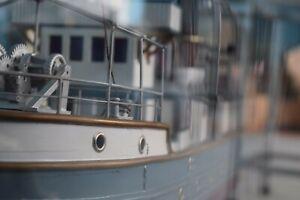 Schiffsmodell Kranschiff Werftmodell Frachter in Glasvitrine 1:100 NBR selten