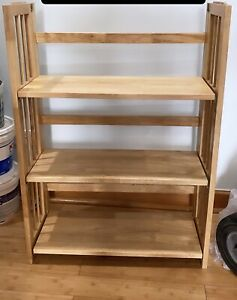 Wooden Bookshelf in Amazing Condition and Folds easily to be stored compactly.