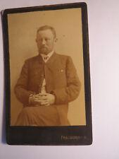 Freiburg i. B. - sitzender Mann mit Bart im Anzug - gefaltete Hände / CDV