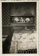 PHOTO ANCIENNE - VINTAGE SNAPSHOT - INTÉRIEUR SALON DÉCORATION MEUBLE KITSCH