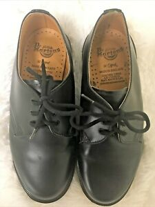 Dr. Martens Doc Martens The Original Leather Black Lace Up Shoes Youth Sz 3 EUC