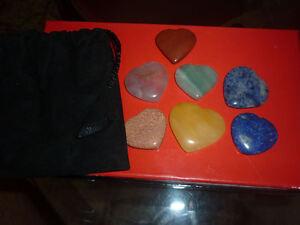 cristalloterapia SET 7 CUORE CHAKRA mano pietra massaggio ametista diaspro lapis