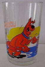Verre à moutarde glass SCOUBIDOU Hanna Barbera. Un crabe lui pince 1 doigt.VM312