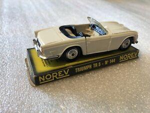 NOREV Ancien 1/43 TRIUMPH TR5 N*144 Couleur Blanche avec boite d'origine