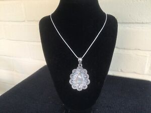 """SILVER PENDANT WITH MOTHER OF PEARL CENTRE with 20"""" SNAKECHAIN"""