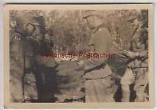 (F2141) Orig. Foto 2.WK, Wehrmacht-Soldaten, Übergabe von Dokumenten
