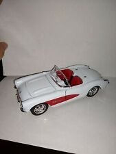 1/24 Scale Welly Diecast White/Red 1957 Chevrolet Corvette