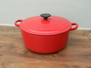 le creuset large cast iron  casserole dish and lid in red size F