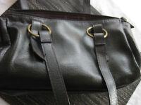Handtasche schwarz Kunstleder 30x19x10 cm Innentasche, Reißverschluss, top