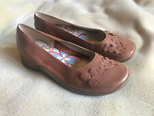 "Womens Clarks Brown Leather Shoes Size 4, Small 1"" Heel Great Condition"