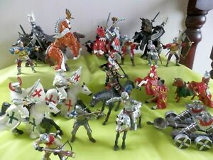 BUNDLE  OF   PAPO  KNIGHTS  &  HORSES      PRESCHOOL/YOUNG CHILDS