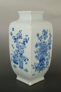A Fine Collection of Chinese 17thC Qing Qianlong Mark Blue White Porcelain Vases