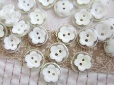 30 Clear/White Daisy Flower Plastic 2 Hole Button/Sewing/Trim/Notion/Craft Sb60