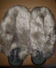 Bedroom Athletics Womens Fur Closed Toe Slip Size 5/6