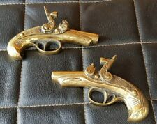 VINTAGE PAIR OF HEAVY BRASS UNUSUAL WALL HANGING GUN PISTOL ORNAMENTS
